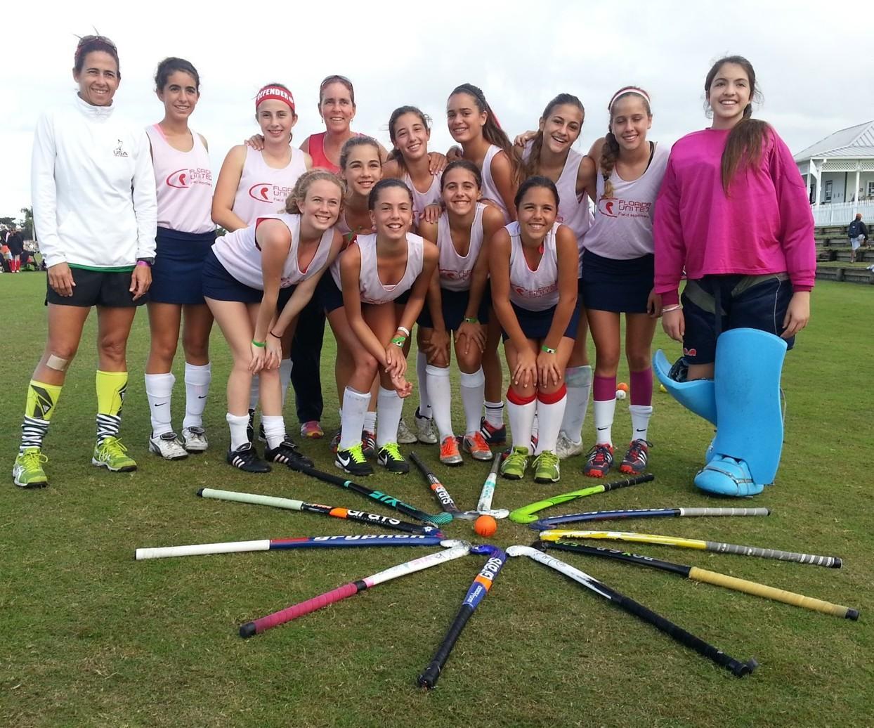 Julene Valmaña (left, front row) poses with her field hockey team, Florida United.