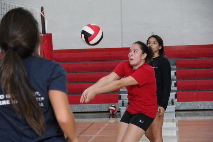 Yara+Faour+practicing+with+her+fellow+varsity+volleyball+teammates.+