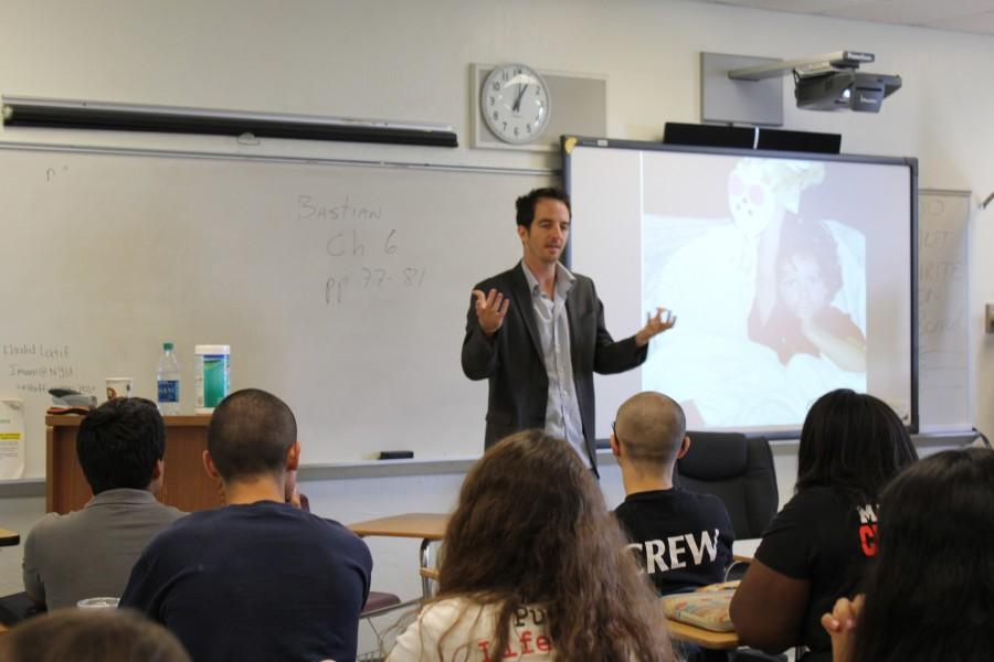 Ilan Grapel tells his story to high school students.