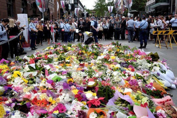 Tribute+to+the+victims+killed+in+Martin+Place+Lindt+cafe+shootout.