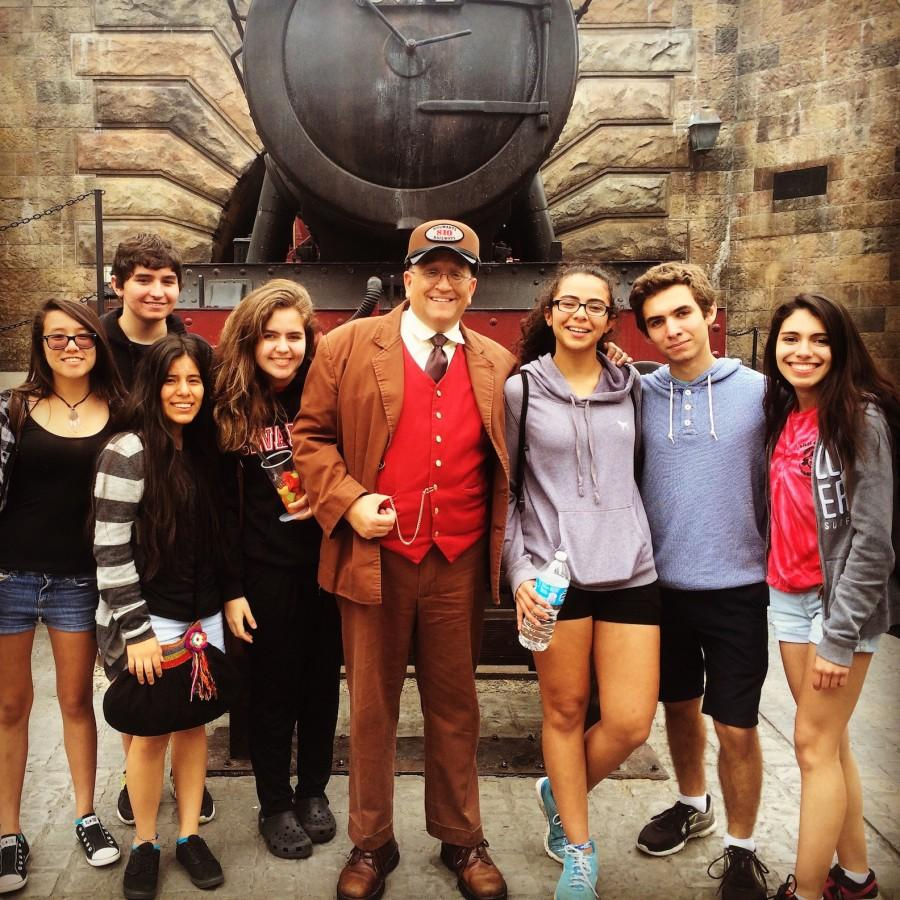 7 sophomores didn't miss out on the opportunity to take a picture at the Wizardly World of Harry Potter