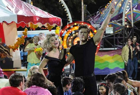 The elaborate final scene featured real carnival rides on the set.