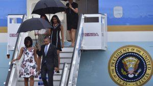 Barack Obama llega con su familia a Cuba.