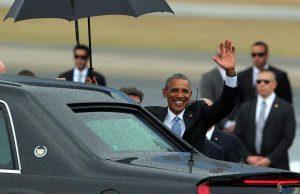 Obama saludando al publico cubano