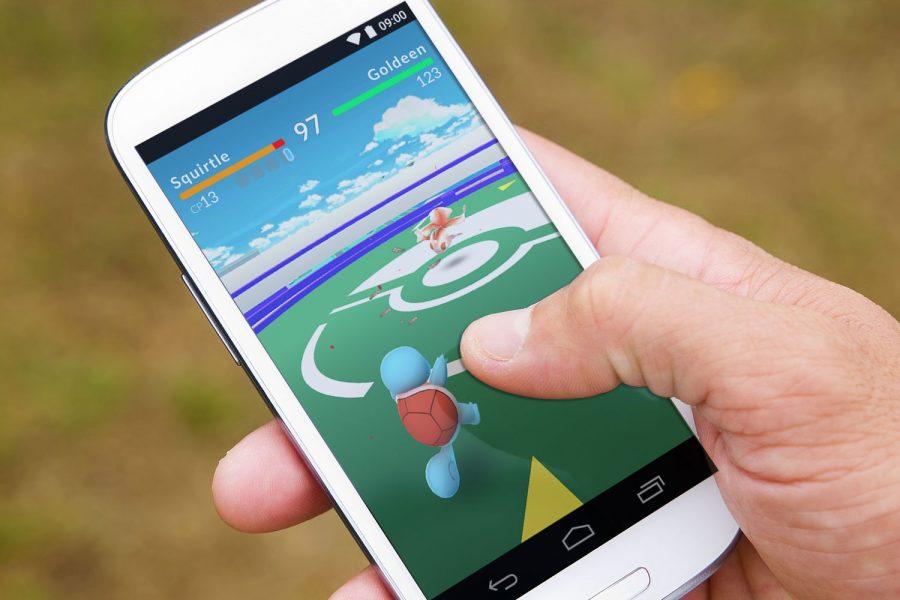 Miles de personas están jugando Pokemon Go.