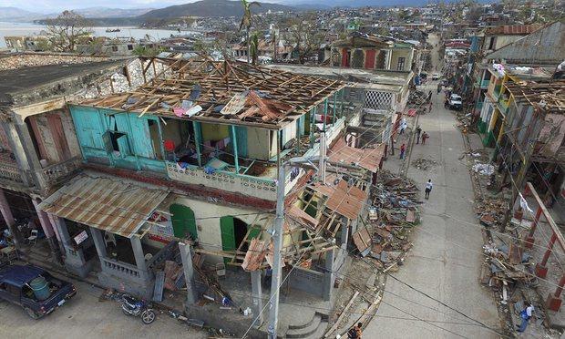 Los+fuertes+vientos+han+dejado+a+cientos+de+personas+con+sus+casas+hechas+pedazos.