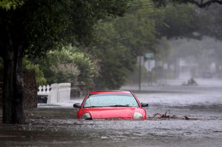 La+lluvia+y+los+fuertes+vientos+han+cerrados+las+calles+del+Sur+de+la+Florida.