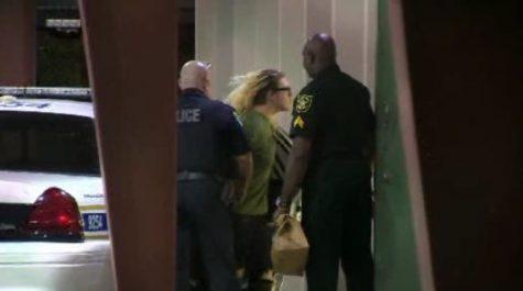 Foto tomada a Ryan Trollinger mientras es  capturado por la policia.