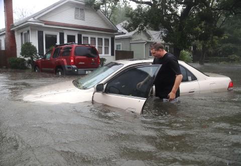Los+carros+han+nadado+debido+a+los+torrenciales+de+lluvia.