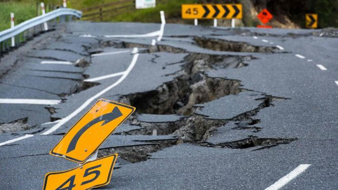 7.8+magnitude+earthquake+strikes+in+New+Zealand%2C+resulting+in+devastating+consequences.+