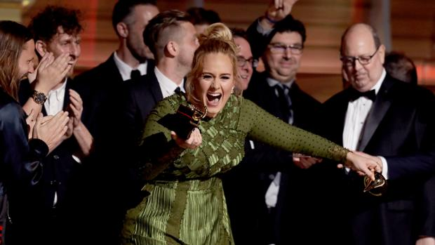 Adele+receiving+one+of+her+several+Grammy+awards.
