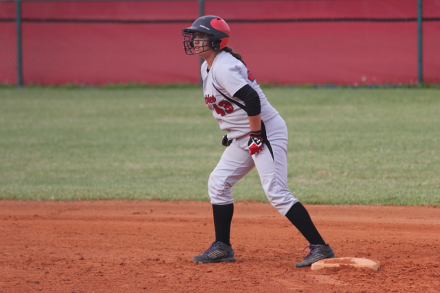 Knapp stands on base, ready to run.