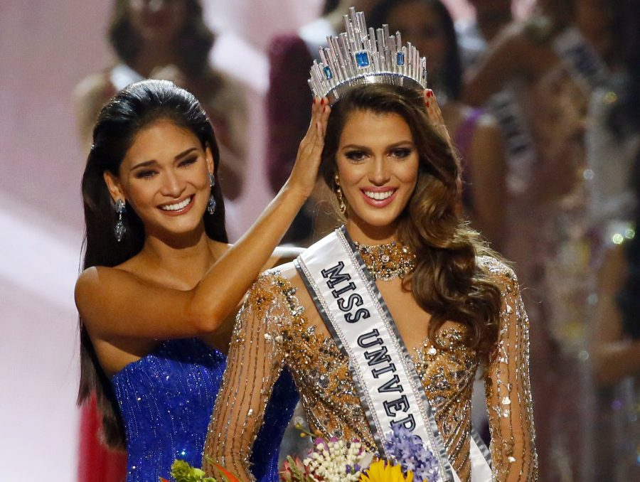 Former Miss Universe Pia Wurtzbach crowns Miss France, Iris Mittenaere, as the new Miss Universe.