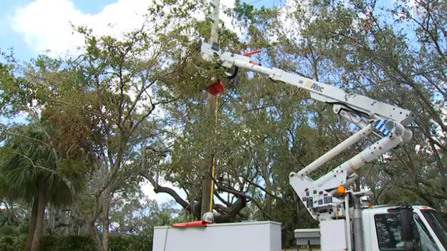FPL+truck+seen+restoring+electricity+in+the+city+of+Coral+Gables.