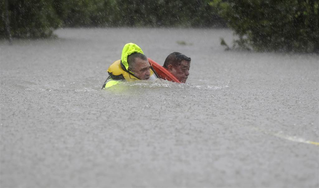 Victims+of+Hurricane+Harvey+attempting+to+seek+refuge+from+the+floods+that+have+resulted+from+the+storm.