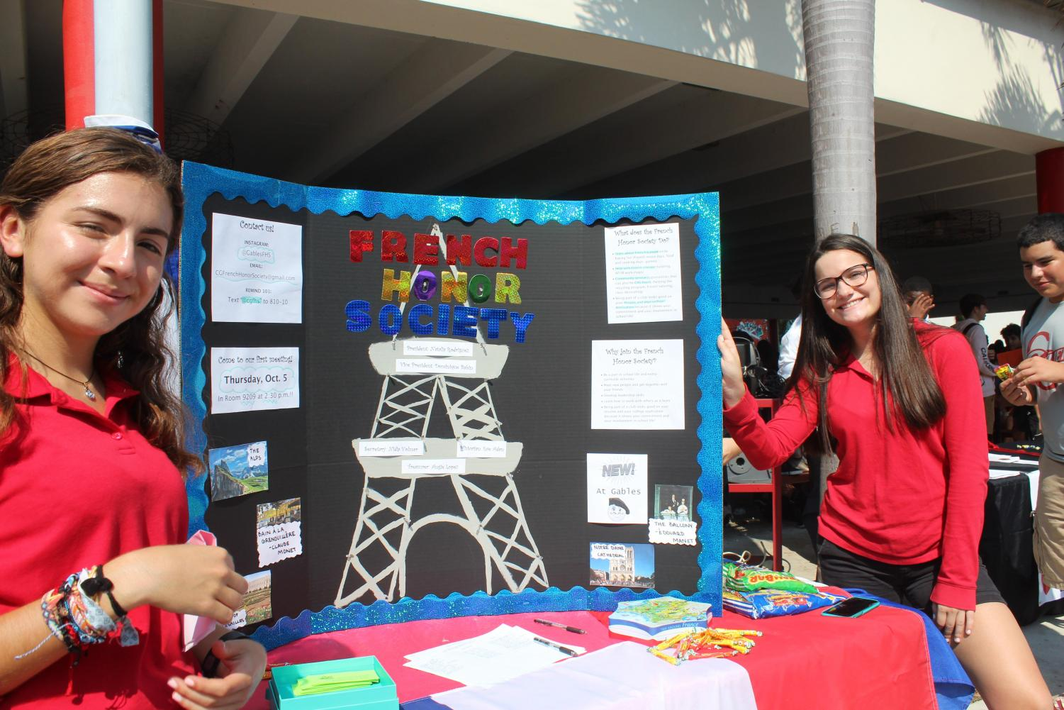 Junior and co-founder of the French Honor Society Natalia Rodriguez and junior Dominique Babin representing FHS at the school's club fair.