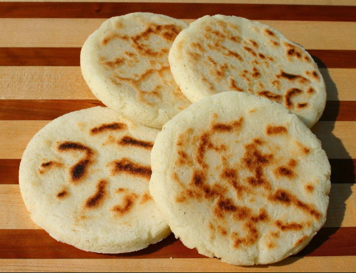 Venezuelan+arepas+in+their+before+filling+stage.