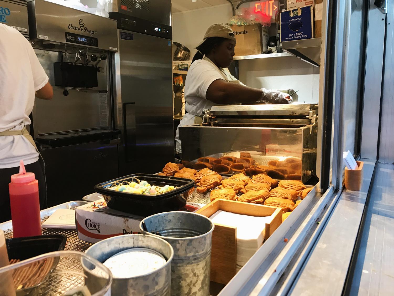 Taiyaki+NYC+Miami+bakes+their+taiyaki+cones+onsite.