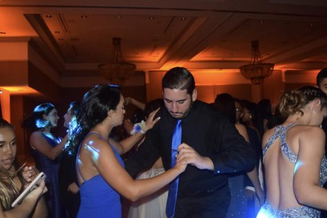 Seniors Dance the Night Away at Prom