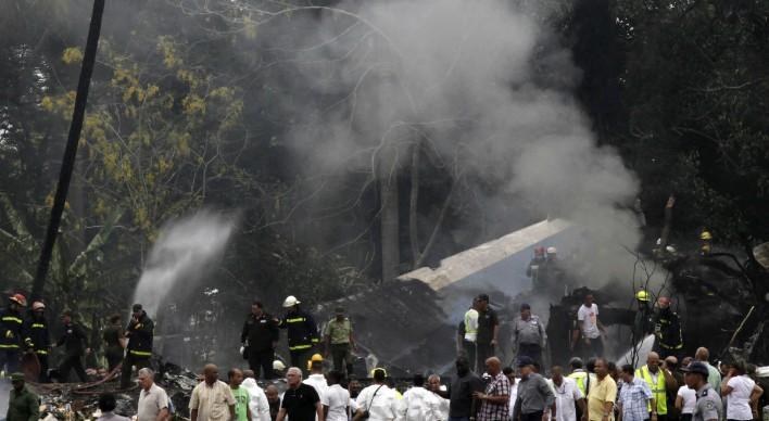 El desplomo del vuelo de la Habana a Holguín deja a 111 muertos, de los cuales solo cuatro sobrevivieron el derrumbo. De esos cuatro, solo tres mujeres llegaron al hospital con quemaduras severas y fracciones múltiples.