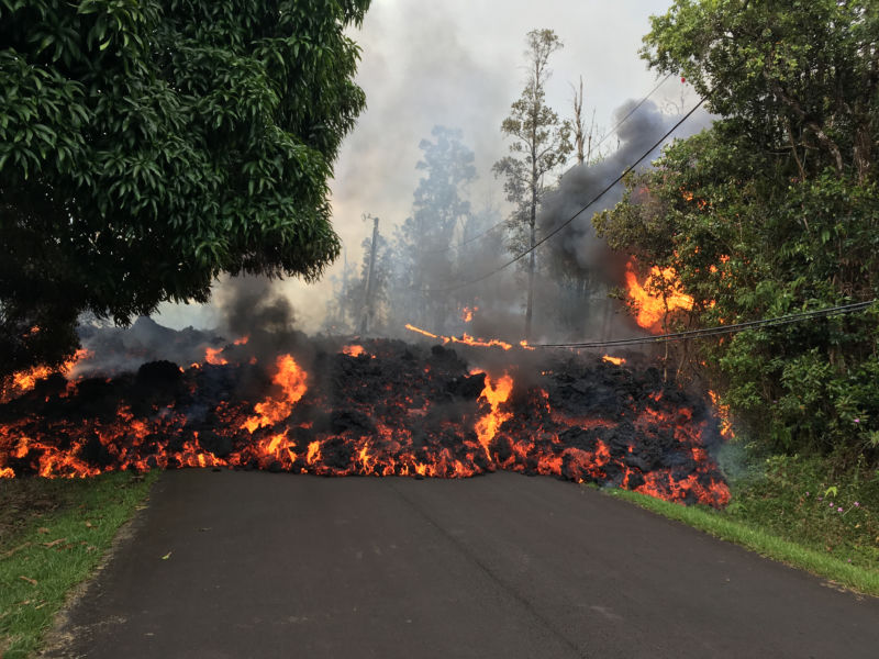 Lava coming out of the fissures in Leilani estates.