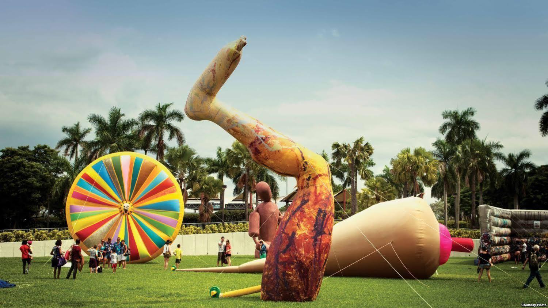 Gigantes en la ciudad estará expuesta en el Campus de Hialeah Miami Dade College hasta el 24 de octubre.