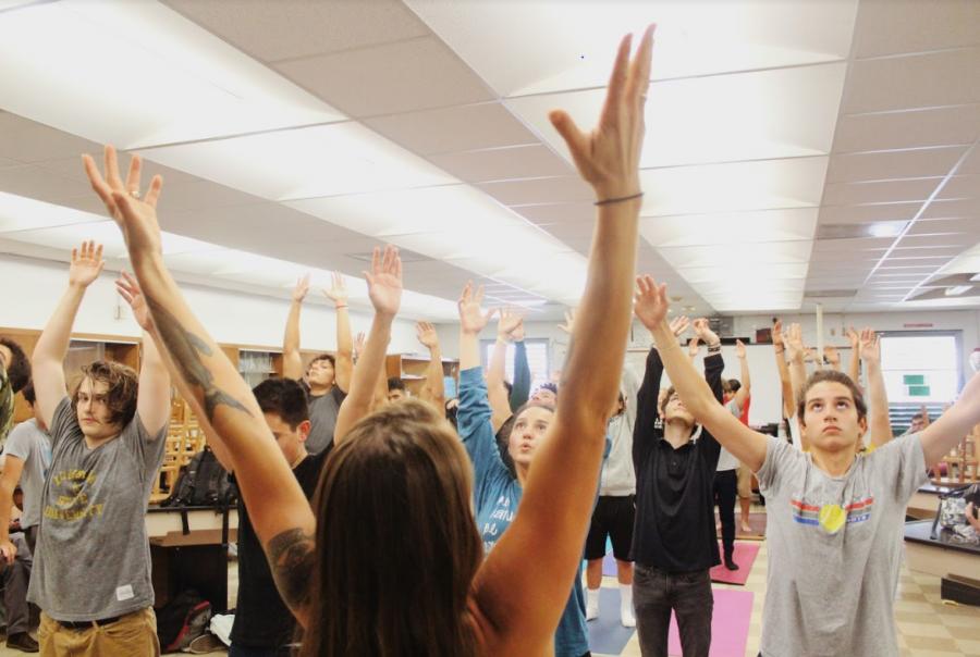 Los estudiantes acuden a estas clases en búsqueda de relajarse con esta gran disciplina.