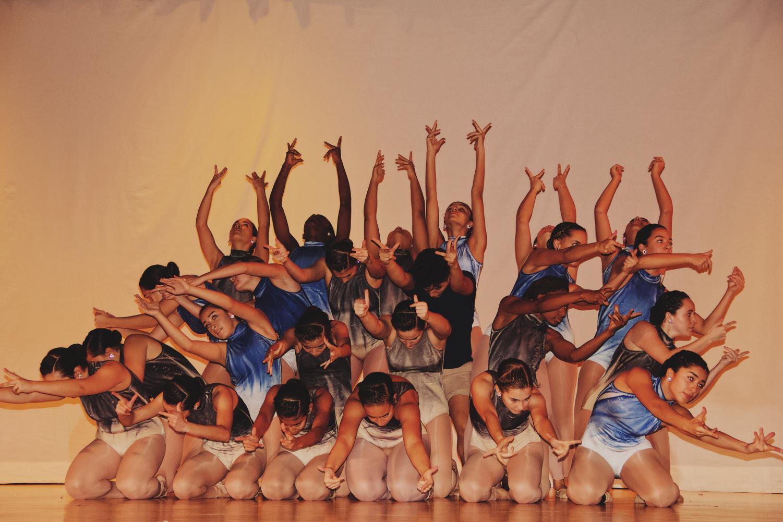 Las famosas Gablettes muestran su coordinación y talento durante una de sus muchas coreografías.