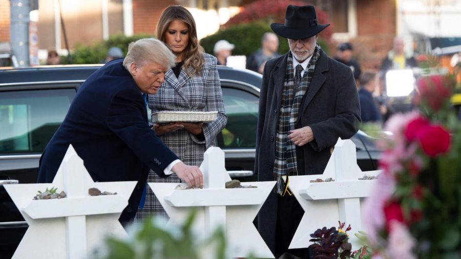 President+Donald+Trump+and+First+Lady+Melania+Trump+pay+respects+at+the+Tree+of+Life+memorial.+