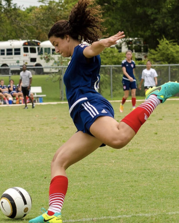 Juliana Bonavita prepare to strike the ball during a club soccer game.