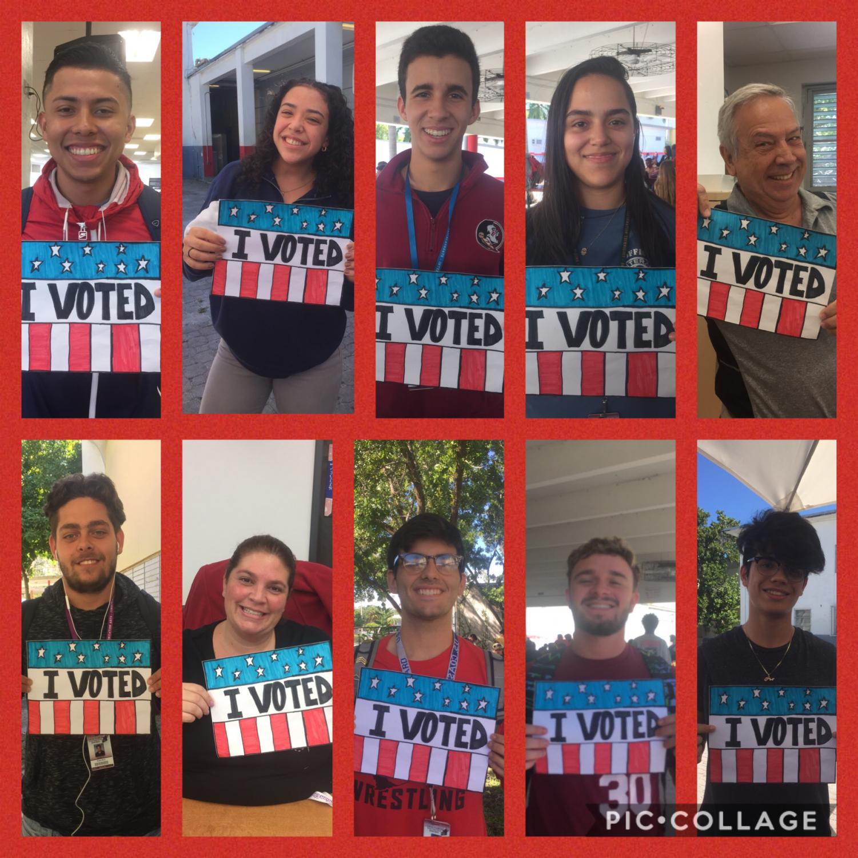 Seniors y maestros de Gables participaron el pasado martes en las elecciones legislativas y posan para una foto, orgullos de haber hecho impacto en la comunidad.