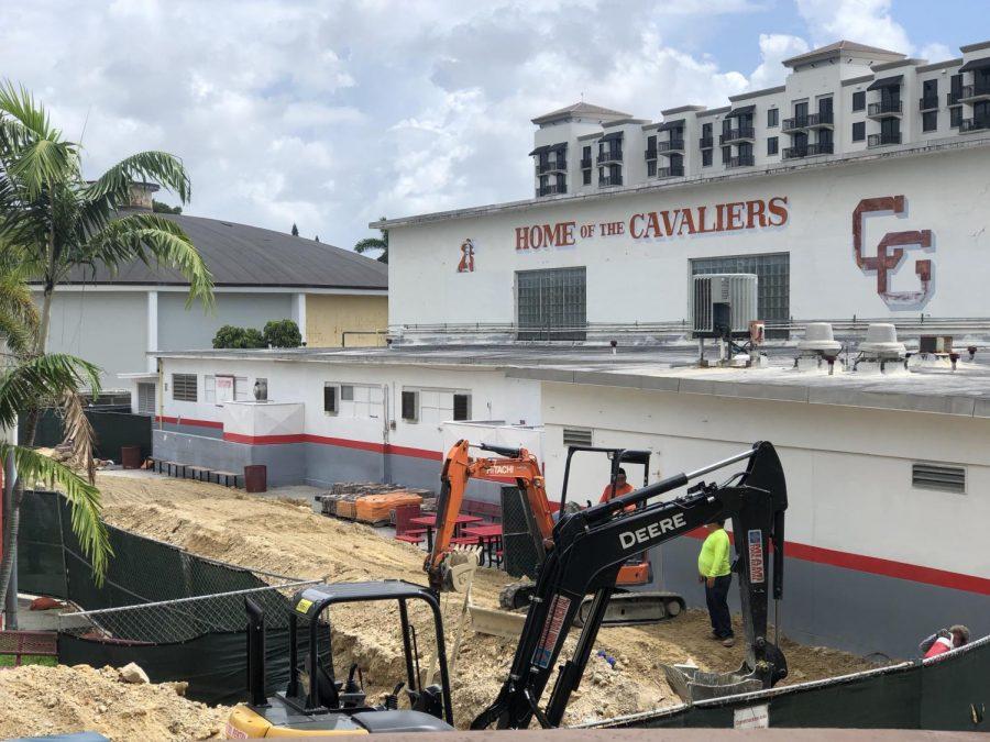 La construcción es evidente y ha complicado el regreso a la escuela para muchos estudiantes.