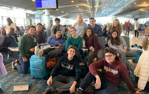 The Cavaliers attending NSPA 2019 smile at the Orlando airport on their way to the National Scholastic Press Association (NSPA) convention on Nov. 21.