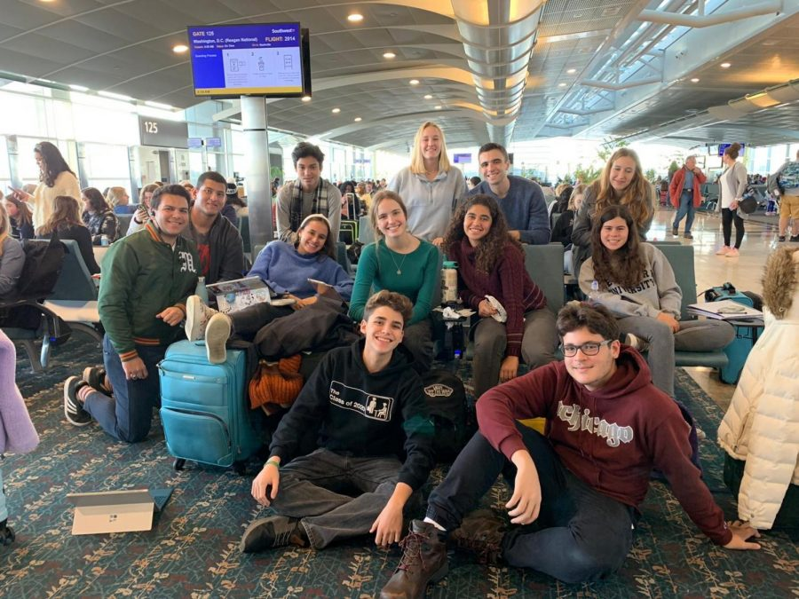 The+Cavaliers+attending+NSPA+2019+smile+at+the+Orlando+airport+on+their+way+to+the+National+Scholastic+Press+Association+%28NSPA%29+convention+on+Nov.+21.