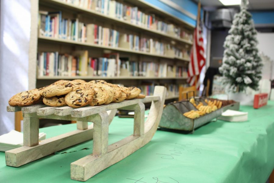 The+senior+class%27s+treat+day+consisted+of+a+variety+of+cookie+and+milk+flavors.