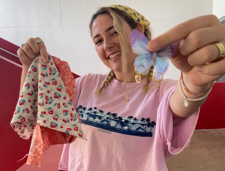 Senior+Chloe+Casaudoumecq+has+recently+started+a+headscarf+business%2C+and+it+has+been+rippling+success+around+the+Cavalier+community.
