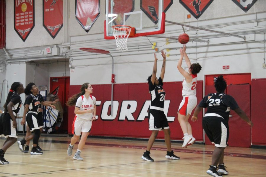 On Jan. 29, Senior Isabella Pinera swiftly shot a jump shot against the Miami Carol City Senior High School Chiefs.
