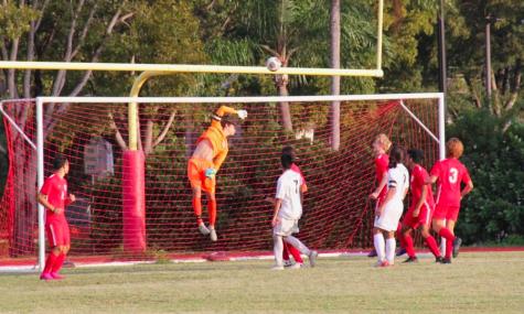 Diego Acosta ha jugado futból desde su segundo año en la secundaria y es uno de los mejores porteros en el distrito de Miami.