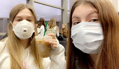 Sophomore Abigail Colodner was required to wear a mask in the airport during her flight to New York this past month.