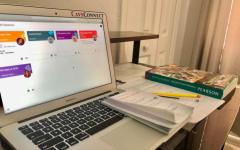 Muchos maestros están utilizando diferentes plataformas como Google Classroom y Edmodo como su forma de comunicación con los estudiantes.