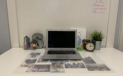 Little things like plants, decorative figures, and plush toys play a key role in making a desk look fantastic.