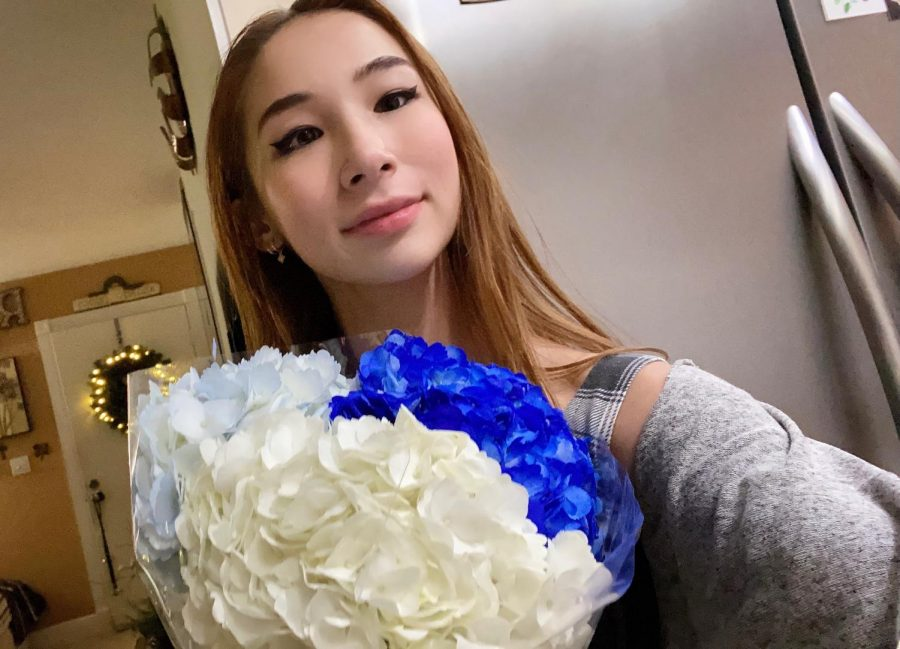 Devon Rall-Taguci surprises her grandmother with the big news with a bouquet of flowers depicting the Yale school colors.