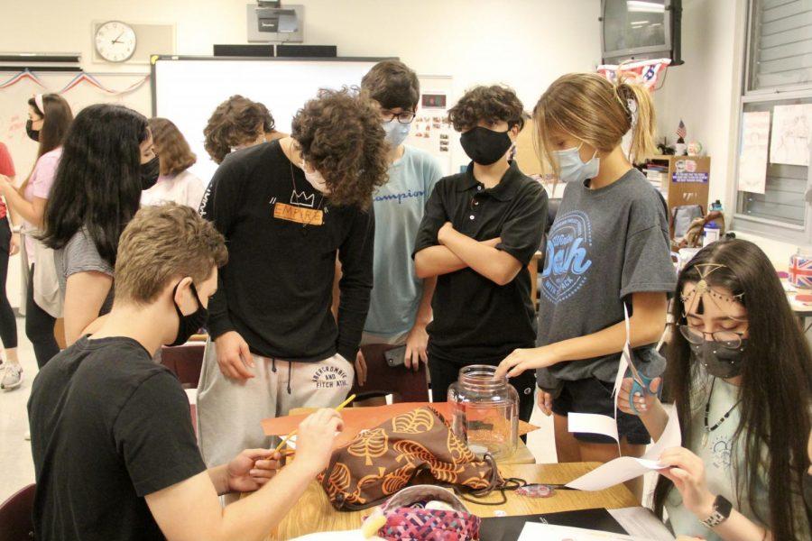 Los casos de COVID-19 continúan aumentando en Florida a medida que los estudiantes de MDCPS regresan al colegio para sus clases en persona.